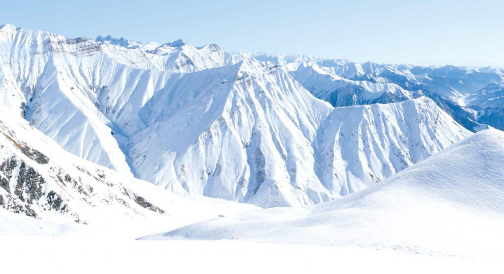 Wintertourismus in Georgien, Schneebedeckte Berge in Gudauri