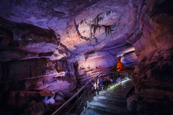 Wanderweg in Sataplia eröffnet, Höhle in Sataplia