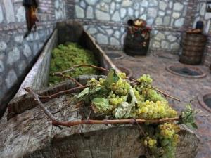 Georgien: Wiege des Weins, Saznacheli, Weinkelter