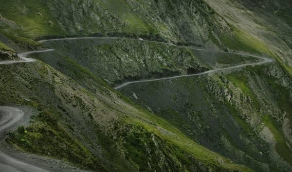 Nikas Sommer in den Bergen, Fahrweg in Tischeti