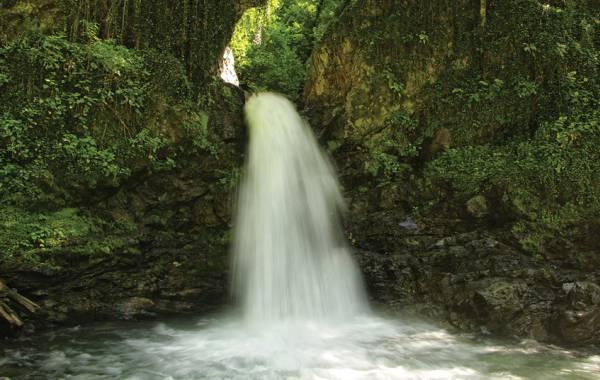 Naturschutzgebiet Lagodechi, Rotscho-Wasserfall